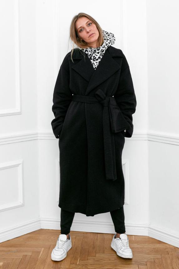 {b}IDA 172 cm założycielka BOART.store płaszcz XS bluza XS