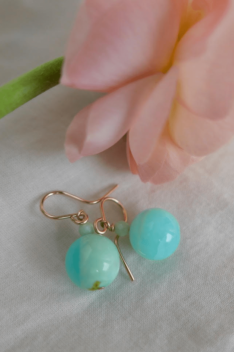 EARRIGS WITH OPALS AND CHRYSOPRASES