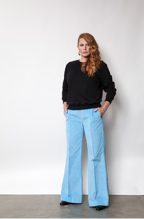 {b}ULA 175 cm model  pants S sweatshirt S