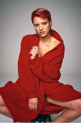 {b}KESTER 171 cm modelka sweter ONE SIZE