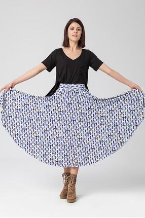 {b}ANGELIKA 170 cm actress  t-shirt XS skirt XS