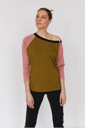 {b}IDA 172 cm founder of BOART.store t-shirt XS pants XS