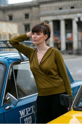 {b}ANNA 174 cm actress, miotherapist hoodie S