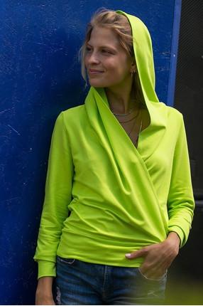 {b}KAMILA 173 cm actress hoodie XS