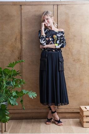 Kamila 173 cm actress top XS skirt XS