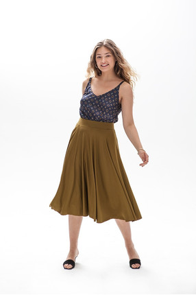 {b}ELLA 173 cm model skirt M